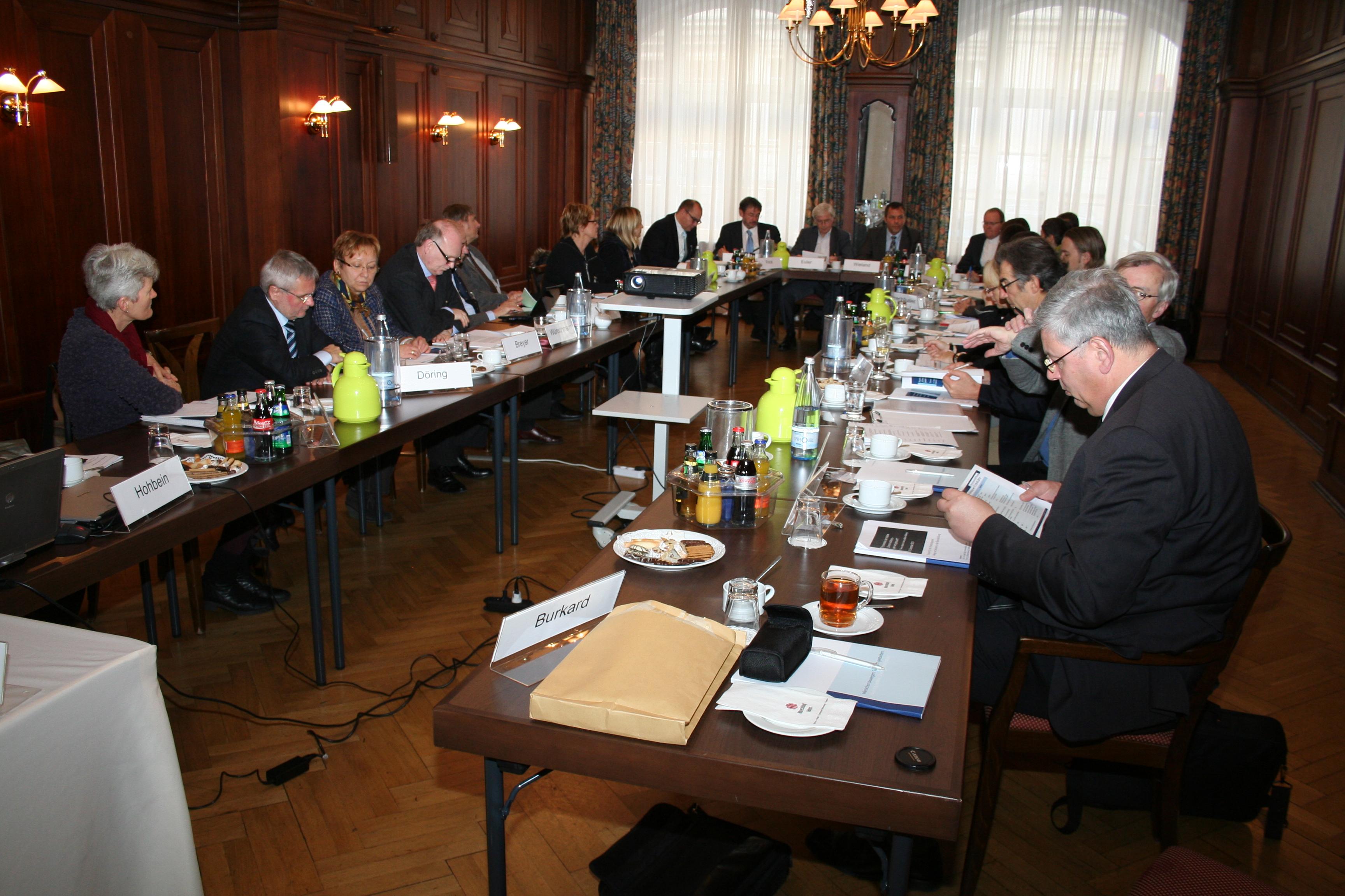 Partner der Initiative und externe Experten im Gespräch